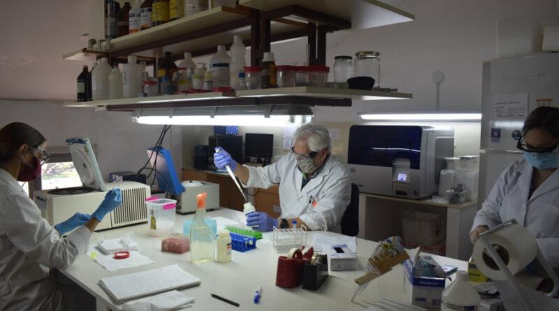 Investigadores de la UNNE trabajan en analisis de las muestras de COVID-19